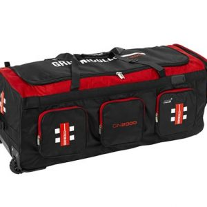 GRAY-NICOLLS GN 2000 WHEELIE BAG has a spacious main compartment, with top lid for easy access. Padded bat compartment that holds three bats. Rolleston Selwyn